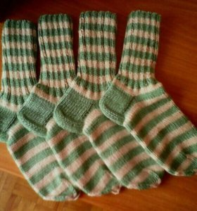 Вяжу носки и другие изделия.