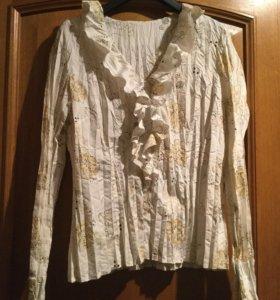 Женская блуза белого цвета с рисунком