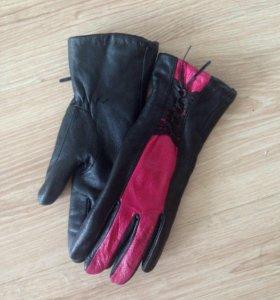 Перчатки кожаные.