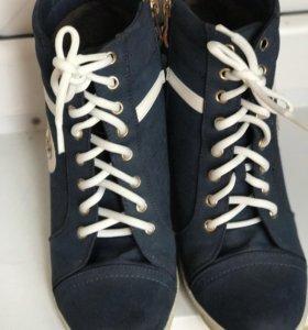 Ботинки.