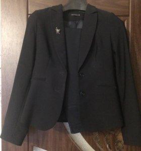 Строгий костюм темно-синий с бирками