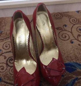 Туфли из натуральной лакированной кожи ( новые)