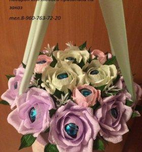 Сладкие цветы в шляпных коробках