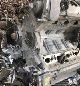 Двигатель Mercedes восемь цилиндров