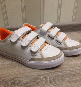 Новые кроссовки кожаные 38 р-р