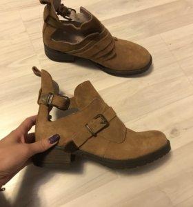 Очень крутые ботинки. 38