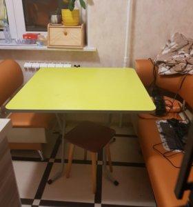 Складные кухонные стол и 4 стула