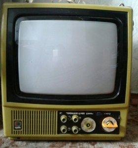 Продам телевизор на запчасти.