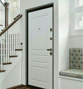 Входная дверь с белой панелью, монтаж в подарок