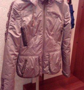 Короткая демисезонная куртка в отличном состоянии