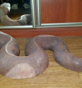 Фигурка змеи из дерева
