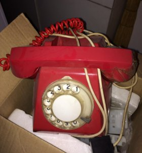 Бесплатно отдам советский телефон красный
