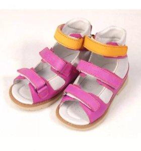 Новые кожаные ортопедические сандали Ortuzzi