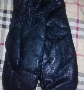 Новые кожаные варежки мужские