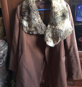 Пальто осенние , воротник из натурального кролика