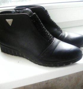 Ботинки женские 36размер б/у