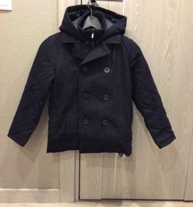 Шерстяное пальто на мальчика (новое)