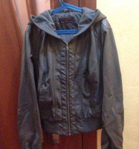 Куртка из экокожи с капюшоном размер 42-44
