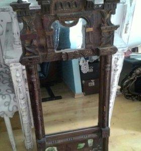 Зеркало в деревянная раме.