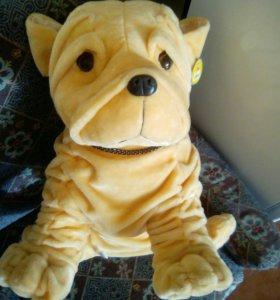 Мягкая большая игрушка собака породы шарпей