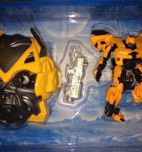 Робот трансформер Бамблби с маской