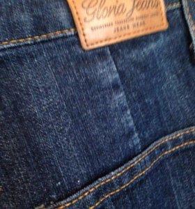 Приталенные джинсы
