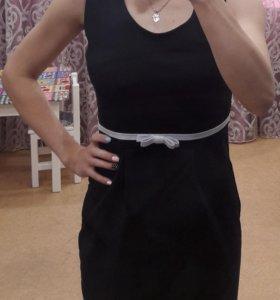 Платье темно-синего цвета с карманами