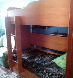 Двухярустная кровать с матрасами