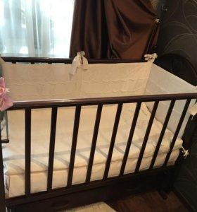 Детская кроватка с комплектом