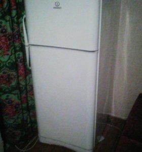 холодильник индэзит , как новый