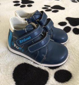 Новые ботинки 23р