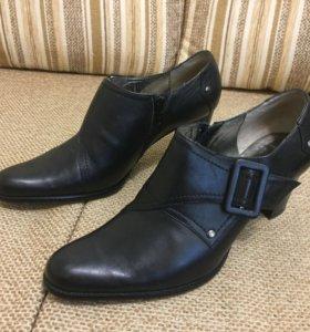Туфли кожанные новые 38 рр