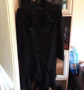 Пальто с воланами