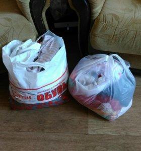 Пакеты с детской одеждой