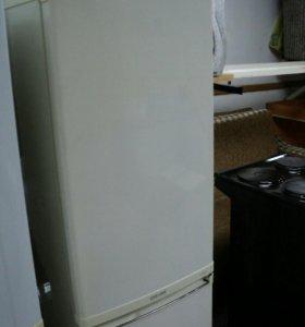 Холодильник SAMSUNG RL17MBSW