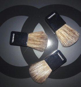Кисть Chanel для румян