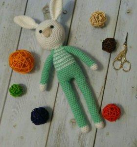 Игрушка длинноногий заяц амигуруми