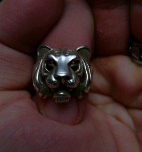 Кольцо серебряное и стальное Тигр