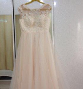 Красивое платье на выпускной или на свадьбу.