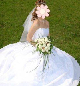 Свадебное платье 42-44, перчатки, фата, украшения