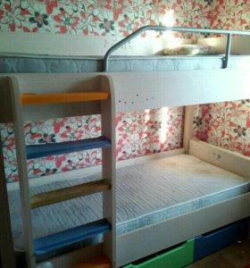 Двух спальняя кровать