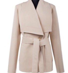 Новое осеннее пальто. Размер 46. Цвет кремовый.