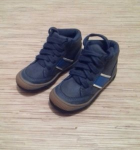 Новые ботинки демисезонные 23р