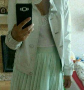 Белая кожаная курточка