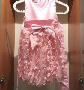 Детское розовое платье с пышной юбкой