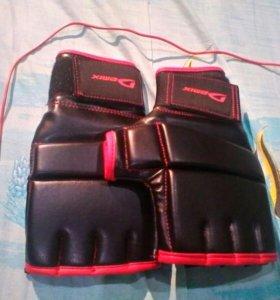 Перчатки для единоборств Demix