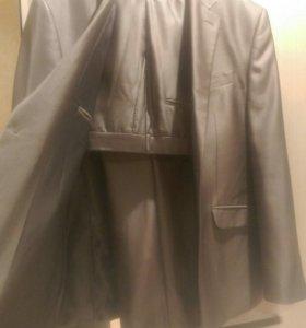 Продается мужской классический костюм