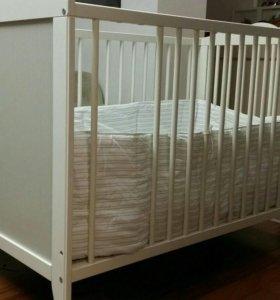 Детская кроватка Икеа Хенсвик с матрасом и бортом