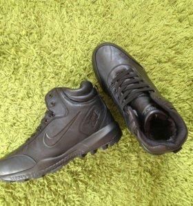 Кроссовки Nike утепленные Новые