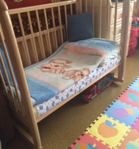 Детская кроватка,комод и бортики в кроватку